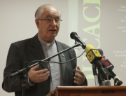 El Padre Ugalde durante la presentación del libro.